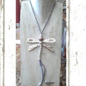 Collar Libélula cinta gris